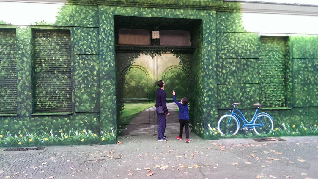 Fassadenbilder vom berühmten Graffitikünstler