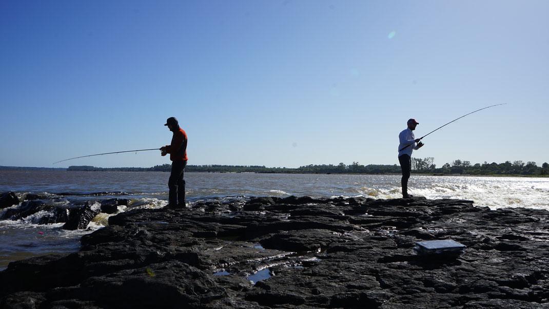 Markus und Johannes beim Angeln auf Golden Dorado am Rio Uruguay in Argentinien.