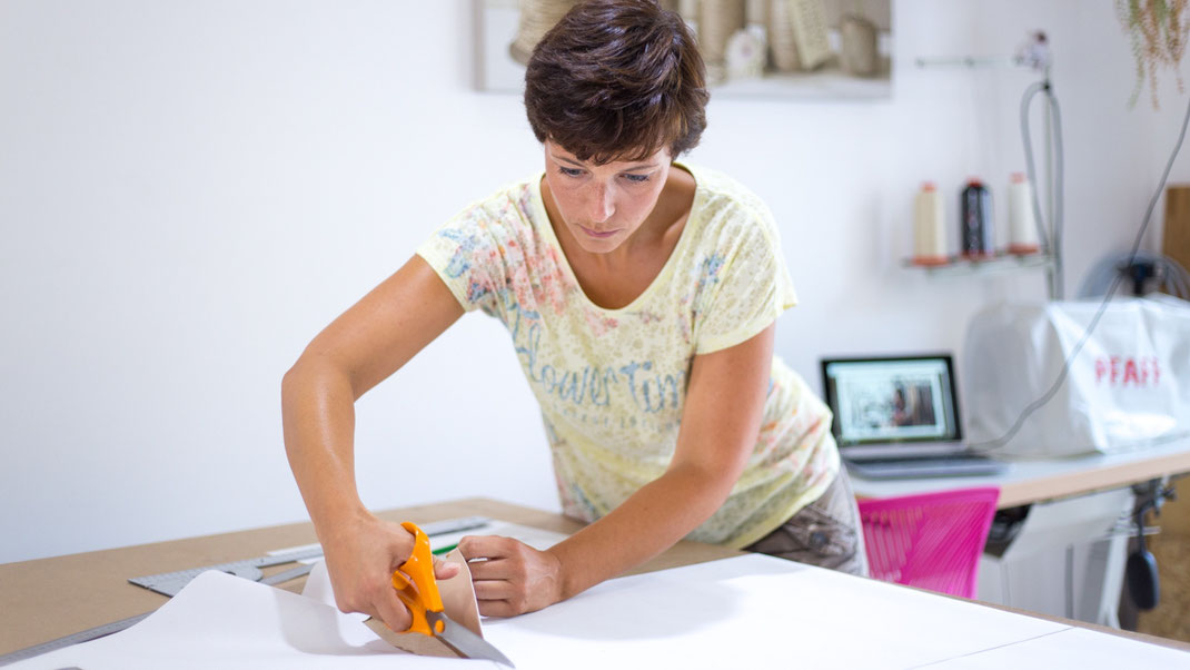 Nathalie MICHELIN, artisan sellier de la SELLERIE CALOU à La Crau dans le Var