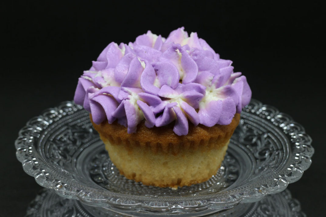 hydrangea cupcakes in light violet