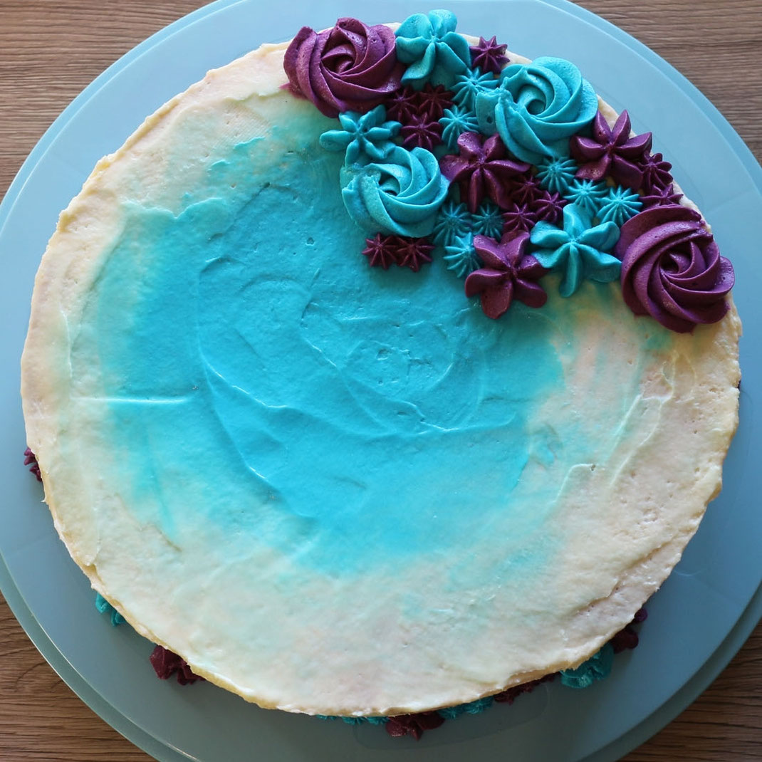 Farbige Tupfen-Torte