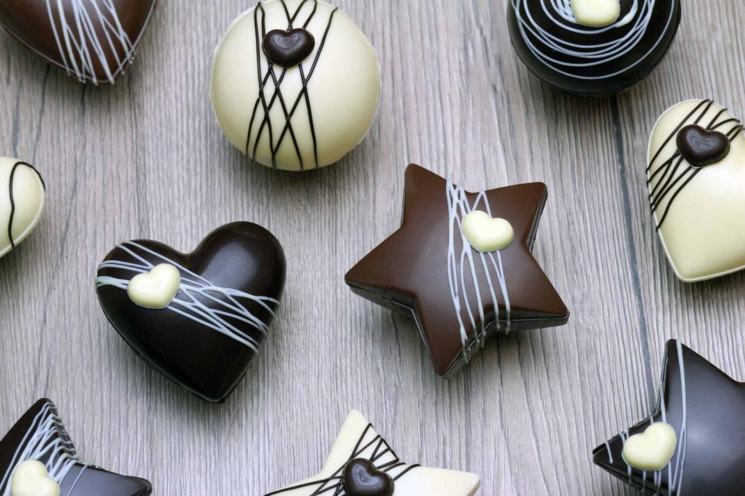 Schokoladen-Bomben für heiße Schokolade