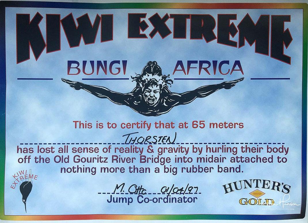 """Adrenalin - Fallschirm, Fallschirmspringen, Skydiving, Skydive, Lake Taupo, Neuseeland, 15000ft. Das erste Bungee Springen in Südafrika von der """"Old Gouritz Bridge"""", Hyänenfütterung in Äthiopien"""