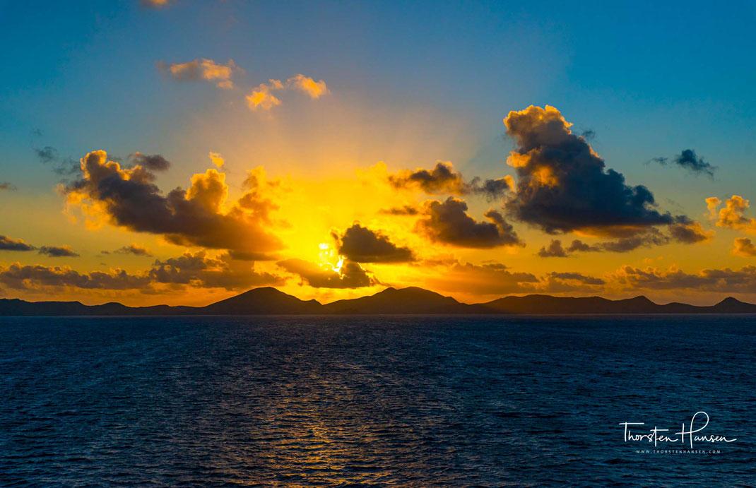 Celebrity Solstice mit Studienreisen Bock, Pazifiküberquerung mit der Oosterdam von Holland-America, Neuseeland mit Windrose Finest Travel und dem Berliner Rundfunk, Hurtigruten, Windstar Karibik mit Unlimited Cruises, Spitzbergen, Asien, Karibik