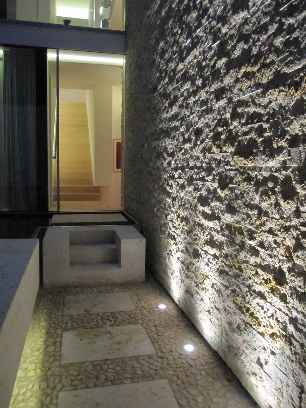 Architektenhaus, Steinwand, Architektur von Stephan Maria Lang