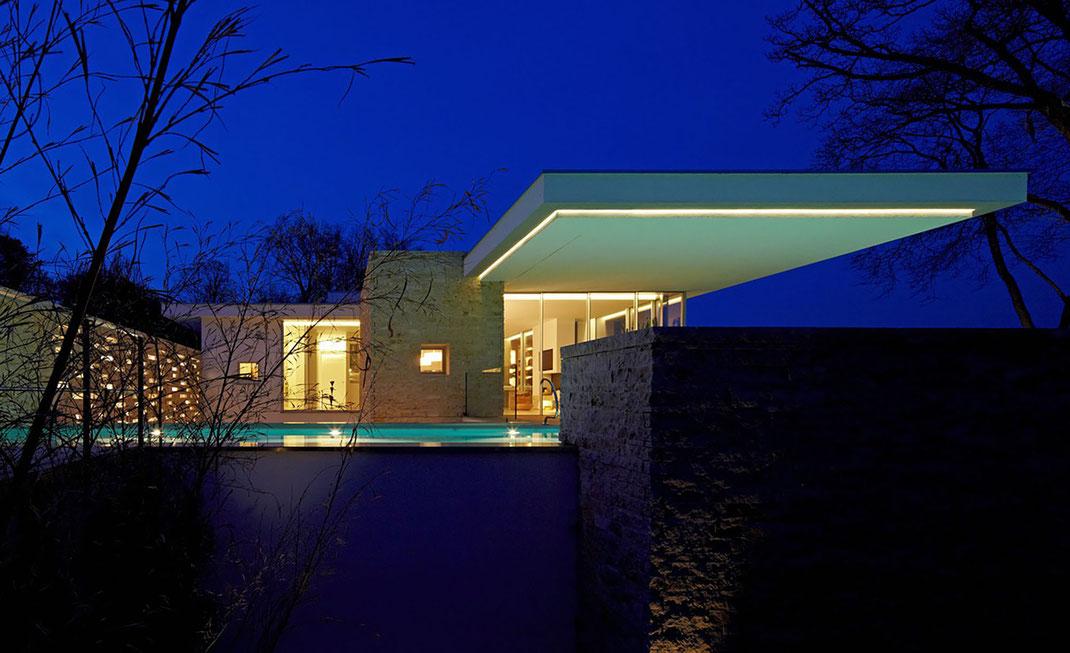 Moderne Villa, Pool, Architektur von Stephan Maria Lang