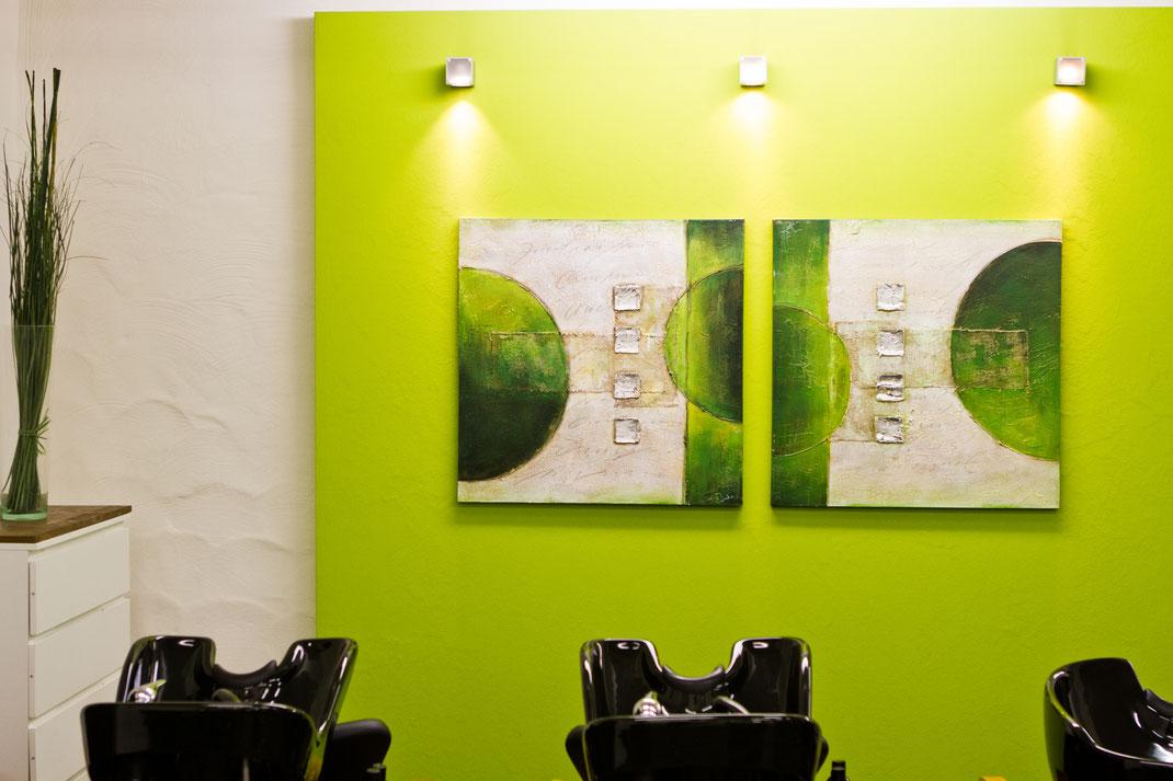 In einer schönen familiären Atmosphäre beim Cappuccino sich treffen und eine Auszeit nutzen. Unser Mattzhair-Team rundet das mit individueller Beratung , einer gerechteten Frisur mit Haarfarbe oder Strähnen-Effekten ab.
