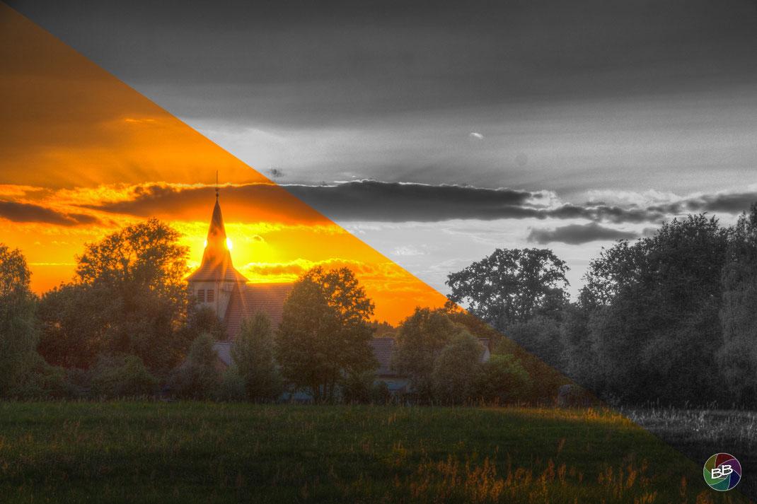 Sonnenuntergang an der Zühlsdorfer Kirche - Farbe vs. Schwarz-Weiß