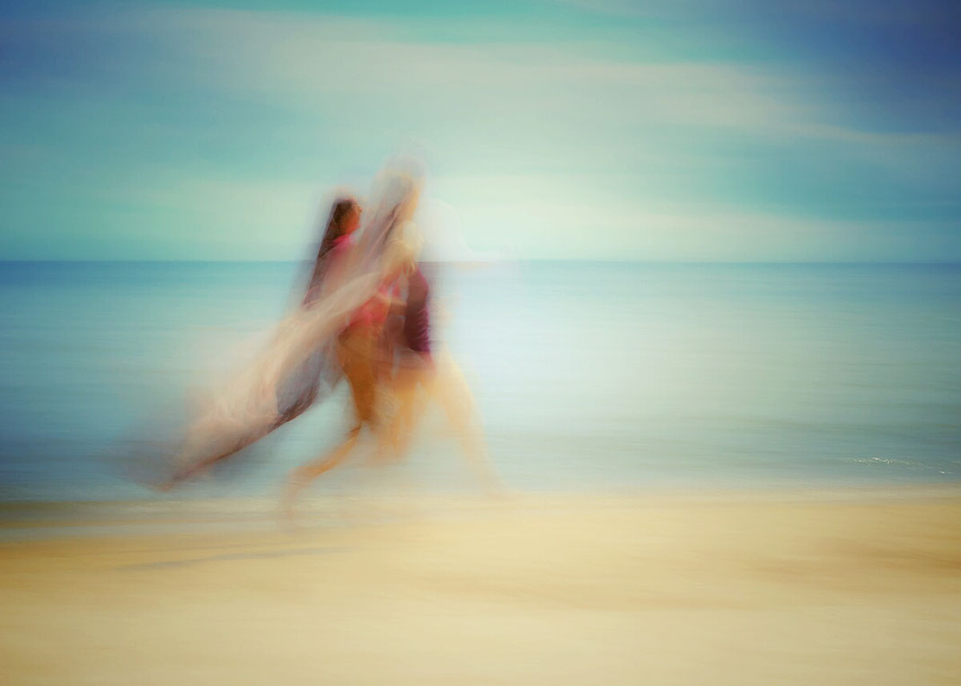 Holger Nimtz, two women on beach, Strand, beach, pastell, Fotokunst, abstrakt,