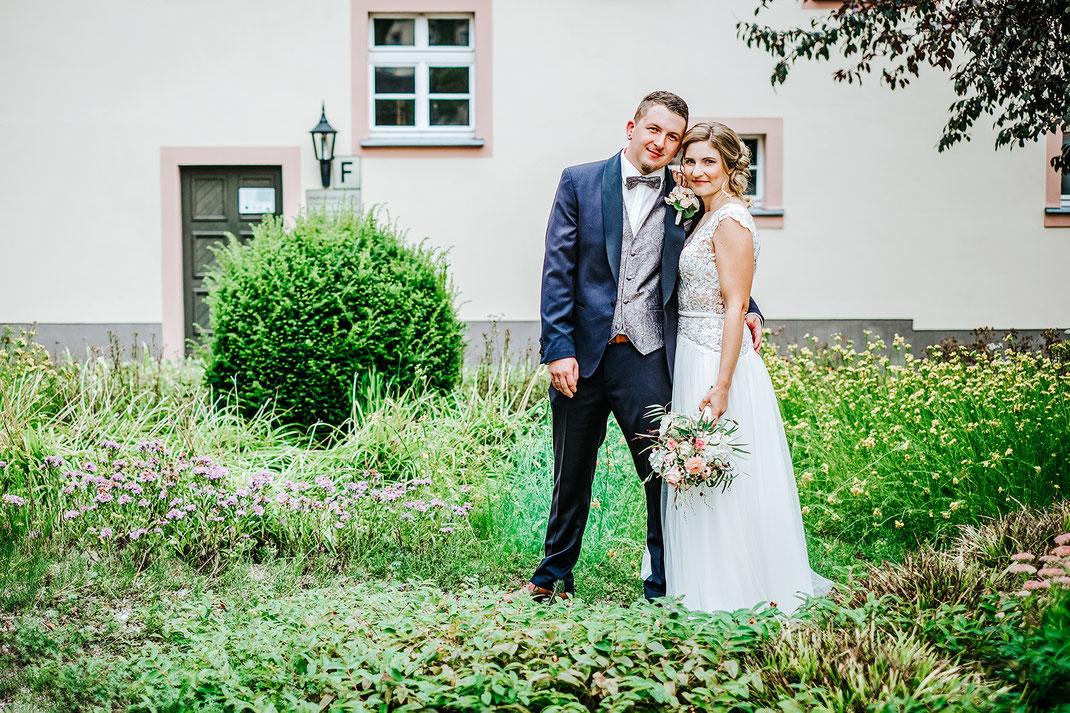 Brautpaarshooting, Brautpaarfotos, Hochzeitsfotos, Limbach-Oberfrohna, Standesamt, Fotografie Diana Krüger, www.kruegerfotos.de, Hochzeitsfotograf Sachsen, Hochzeitsfotografin Chemnitz, Fotograf Zwickau, Hochzeitsreportagen