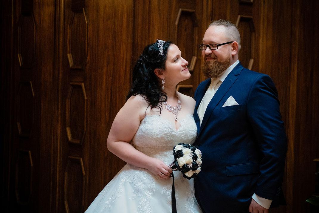 Hochzeitsfotos, Brautpaarshooting, Schloss Waldenburg, Hochzeitsreportage, Fotografie Diana Krüger, www.kruegerfotos.de, Hochzeitsfotografie, Fotograf sachsen, Hochzeitsfotograf Chmenitz, Fotograf Zwickau