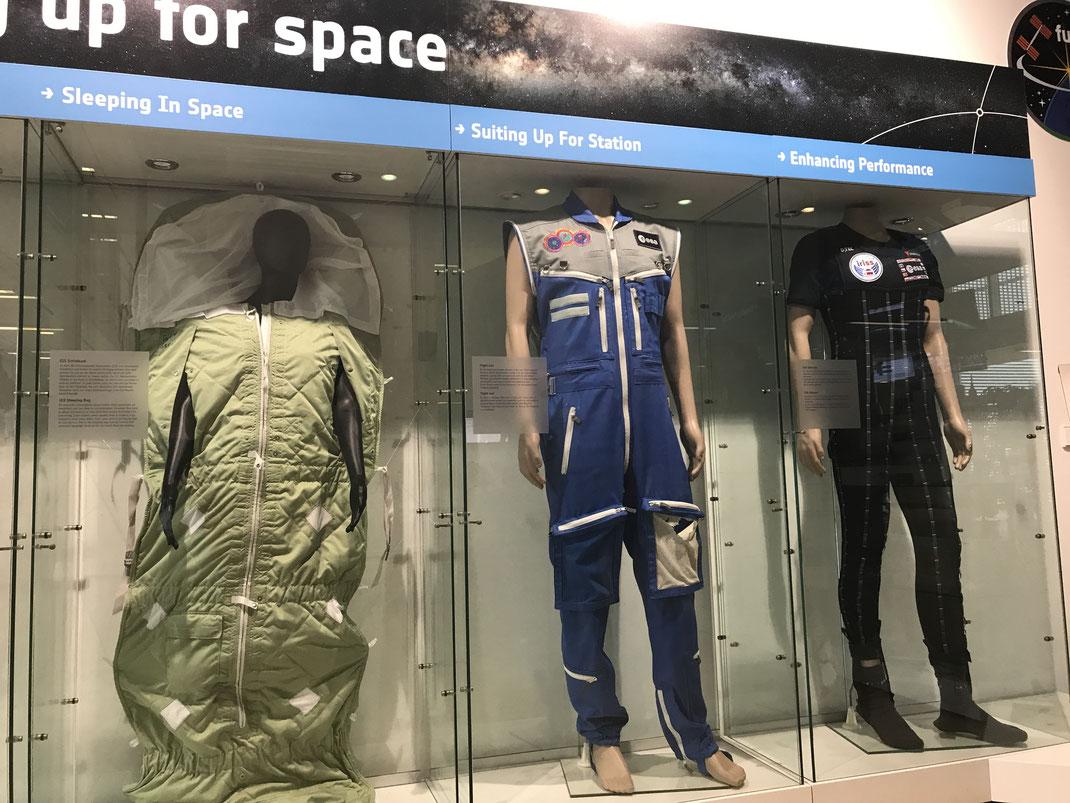 Anzüge der Astronauten bei der ESA. Foto: Sigrid Buchholz