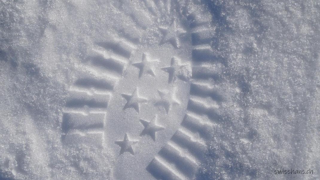 Schuhabdruck mit Sternen im Schnee