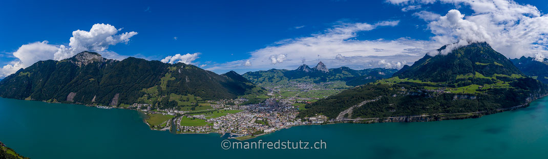 Brunnen am Vierwaldstättersee mit den Mythen im Hintergrund, Kanton Schwyz, Schweiz