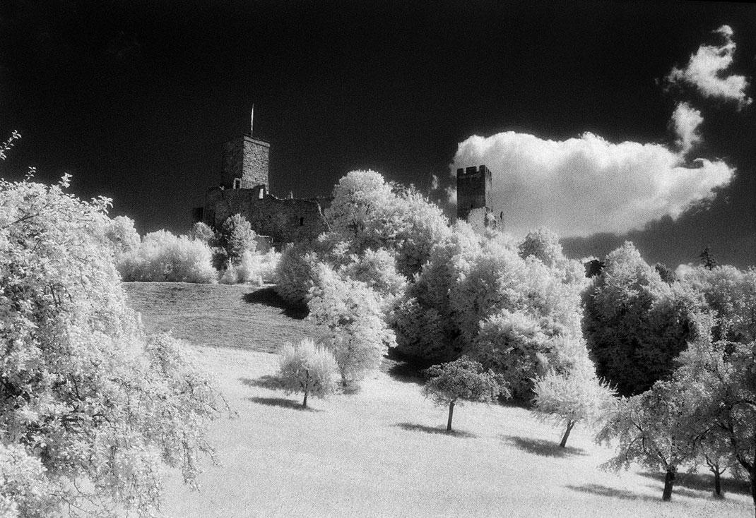 Burg Rötteln Lörrach fotografiert mit einem Infrarotfilm von Martin Boelt Photography