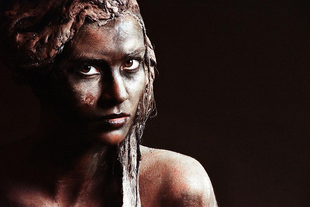 Metamorphosis mit Model Sibylle und Make Up Artist Beat Frutiger fotografiert von Martin Boelt