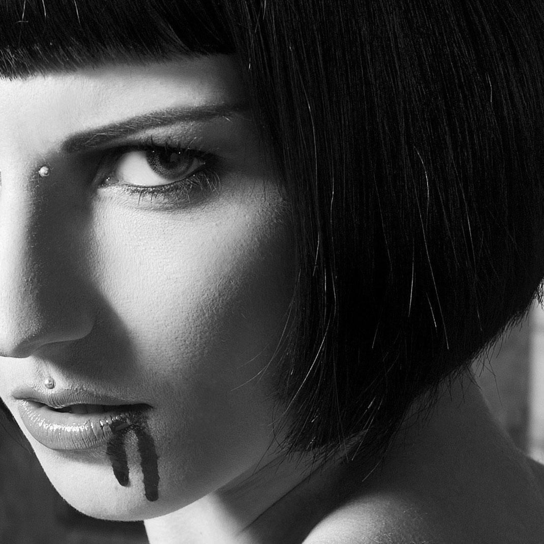 Vampir Emily van Houten, Fantasy Fetisch Fotografie von Martin Boelt
