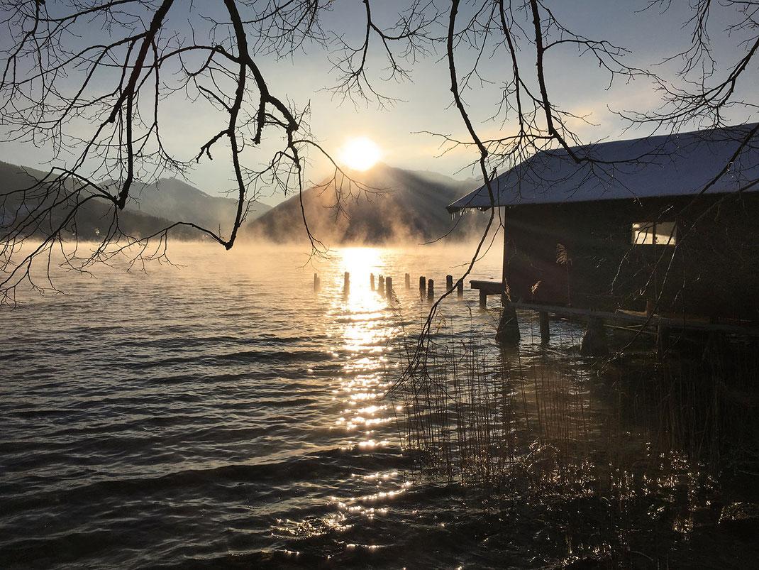 Mystischer Tegernsee am frühen morgen fotografiert von Martin Boelt