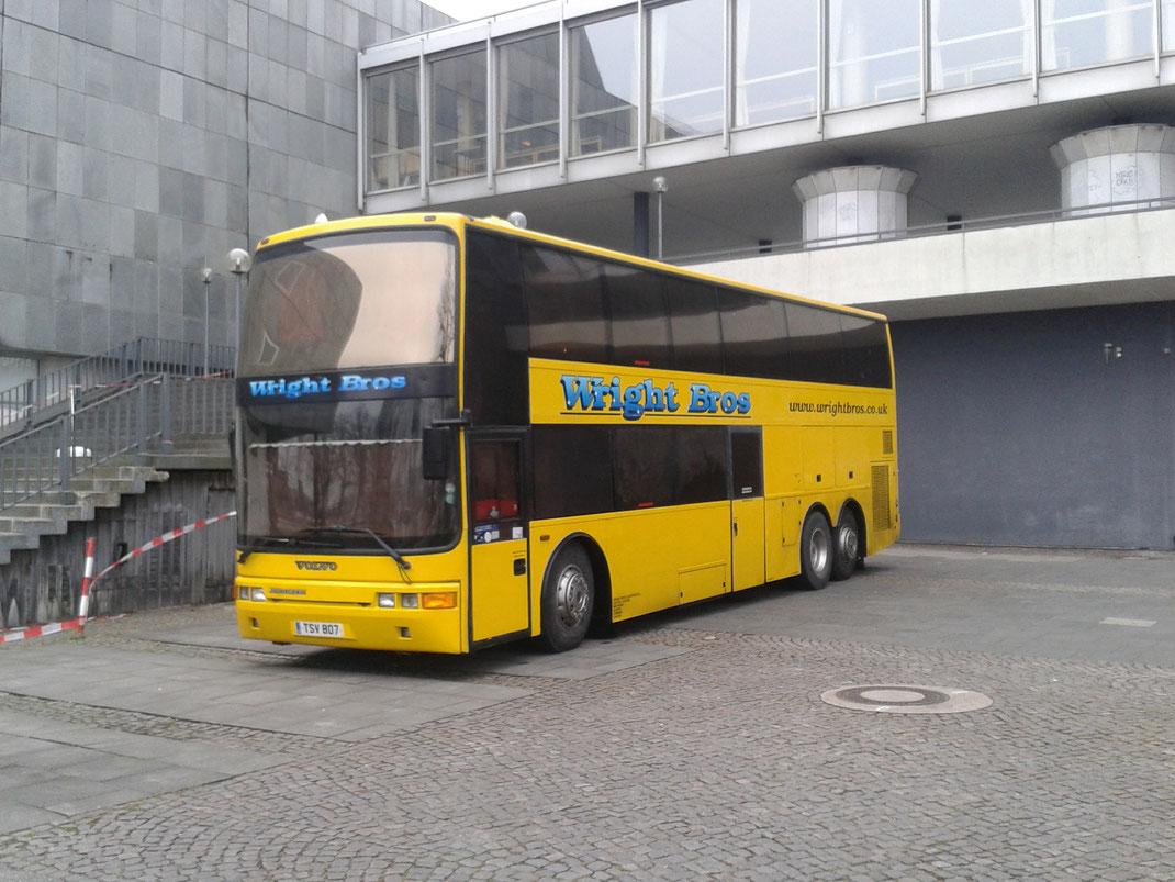 Crew Tour-Bus  - Joan Armatrading Tour 2015 - Kiel
