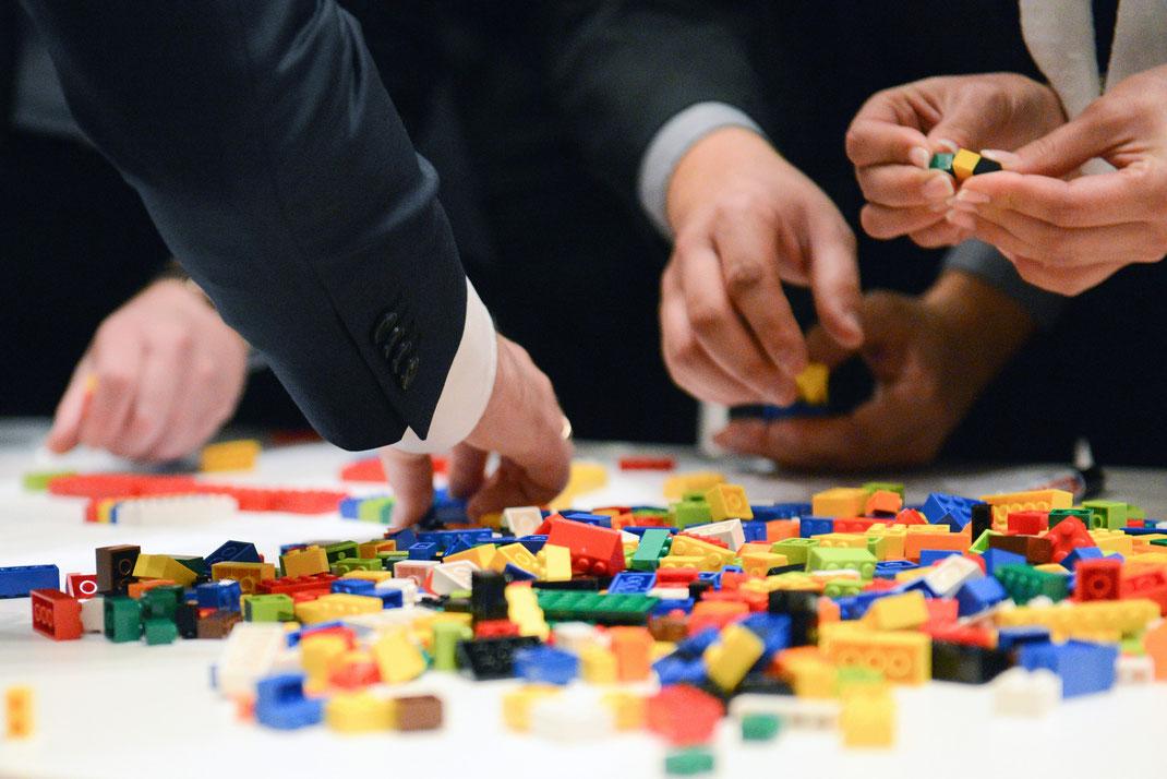 teamgeist, lego-domino challenge