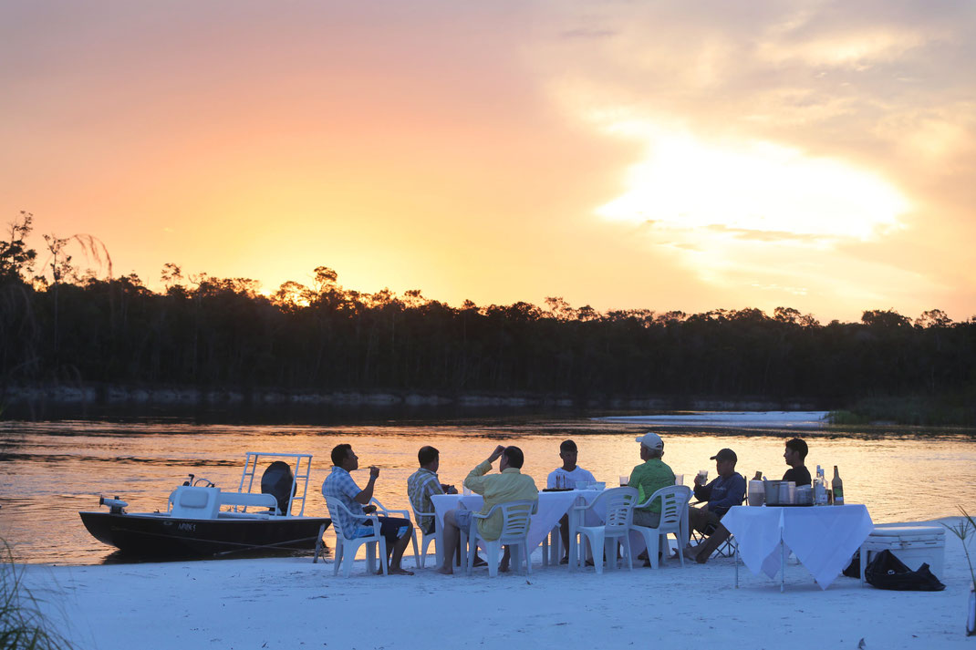 FFTC.club - Untamed Angling Brazil - Marie Rio de Gigantes - Relax on the beach in the Amazon - Sunset
