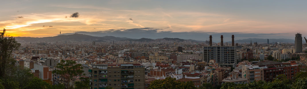 Stadtpanorama von Barcelona zum Sonnenuntergang von Tobias Gawrisch (Xplor Creativity)