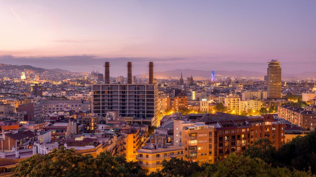 Stadtansicht zum Sonnenuntergang von Barcelona, Spanien, geschossen vom Hausberg Montjuic von Tobias Gawrisch  (Xplor Creativity)