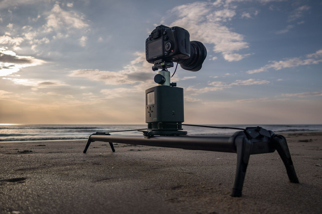SYRP Genie und SYRP Magic Carpet Medium Track Slider am Strand von St. Peter-Ording von Tobias Gawrisch (Xplor Creativity)