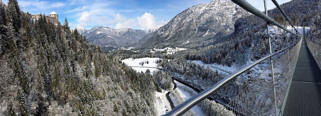Die Burg Ehrenberg von der Highline 179 bei Reutte/Tirol in Österreich.