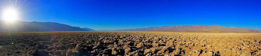 Devil´s Golf Course im Death Valley kurz nach Sonnenaufgang.