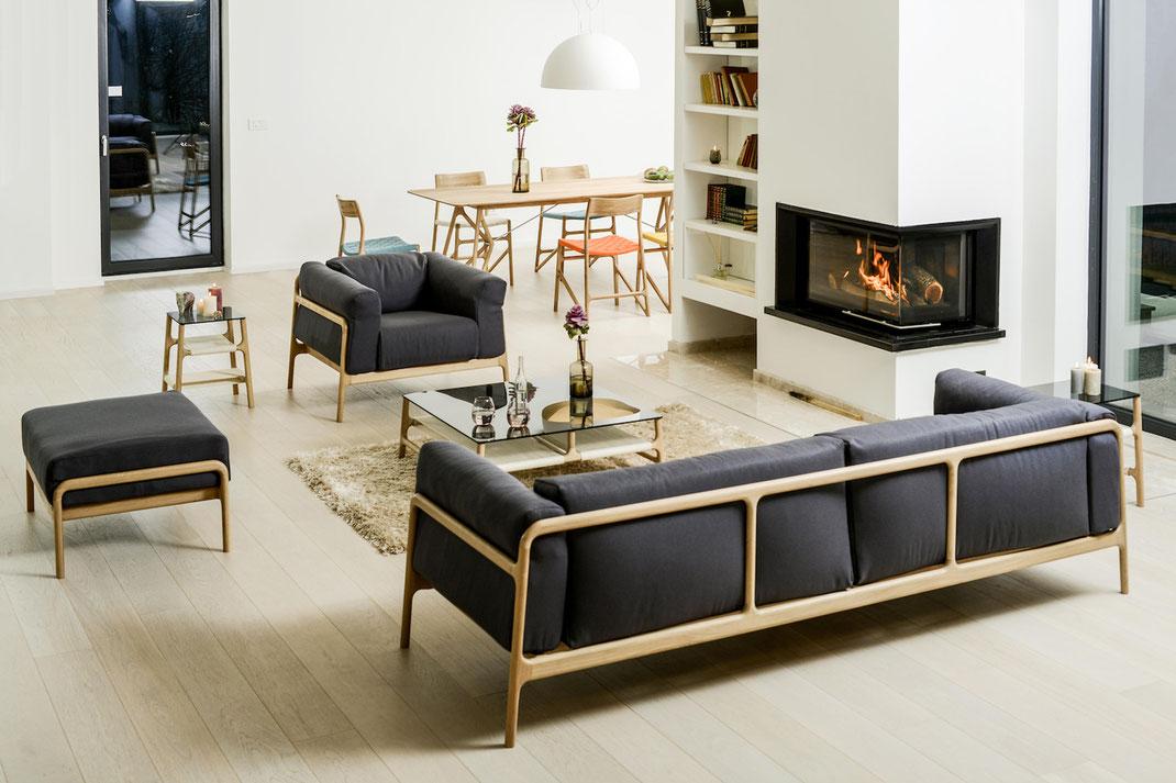 Das-Sofa-Fawn-in-schönem-Ambiente