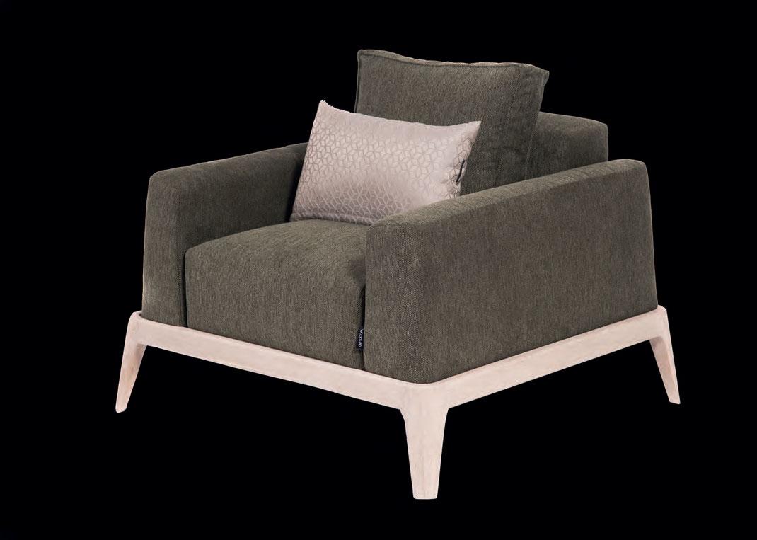 Der-Sessel-Puro-von-WoodLab-mit-viel-Ausstrahlung-im-Wohnzimmer