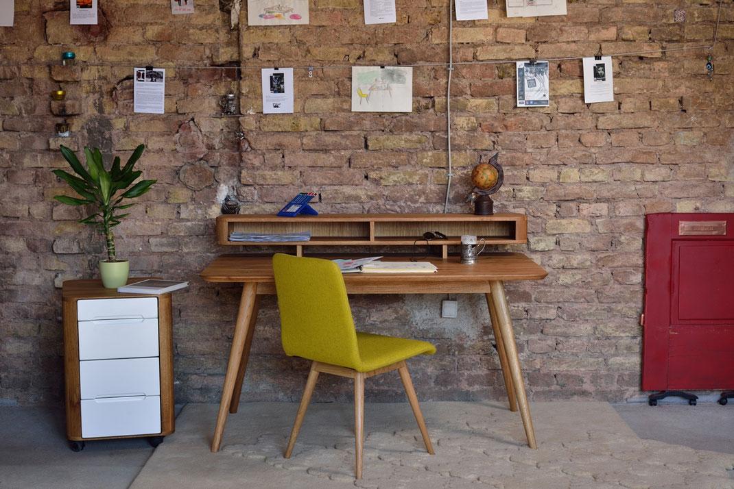 Gazzda-Schreibtisch-Stafa-an-alter-Wand