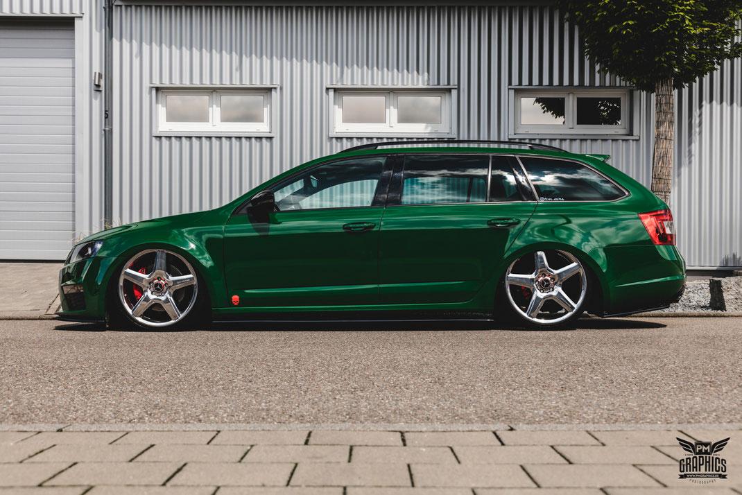 Skoda Octavia Rs Dark Green Premium Wrapping