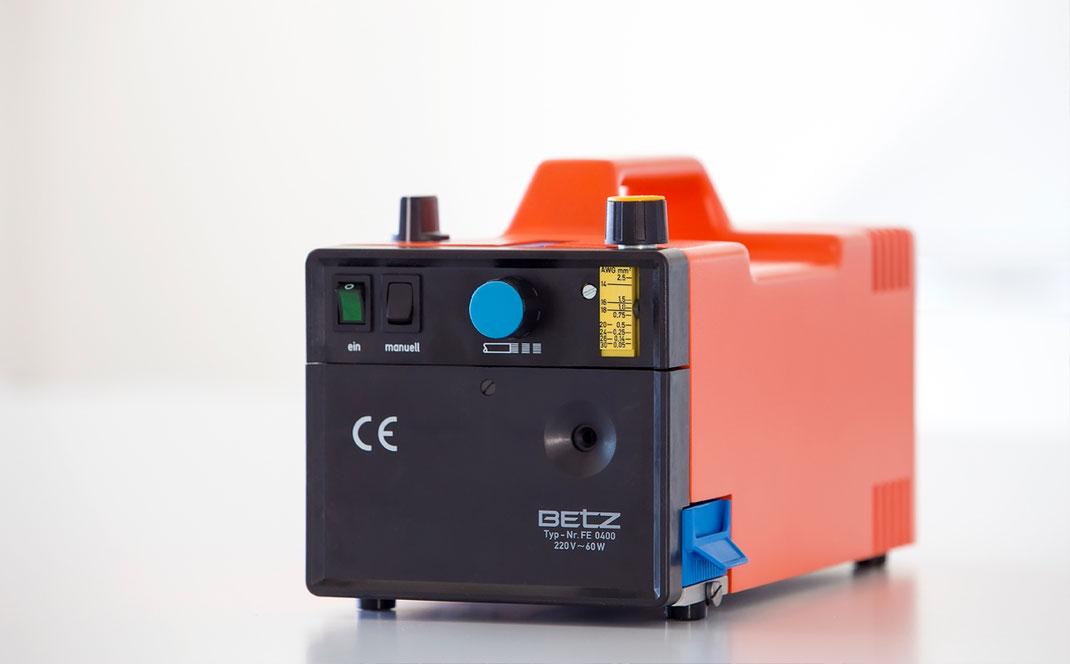 Crimptechnik Abisolierbox Lohnfertigung CNC Sondermaschinenbau Technische Feedern Crimpen Kurt Betz GmbH Frontplatten Automatisierung Produktion