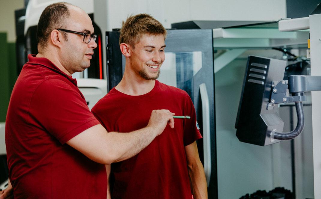 Fertigungstechnik Lohnfertigung und Einzelteilfertigung Stahlbau Kurt Betz GmbH Crimppresse Lohnfertigung Abisolierung Kabel Montage