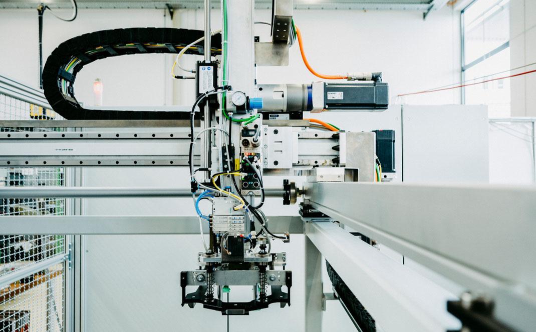 Automatisierungstechnik Verpackungstechnik Jobsuche Kurt Betz GmbH Abisoliermaschine Schirmgeflecht Kabel Kabel abisolieren Sondermaschinenbau Stuttgart Maschine Crimp to crimp