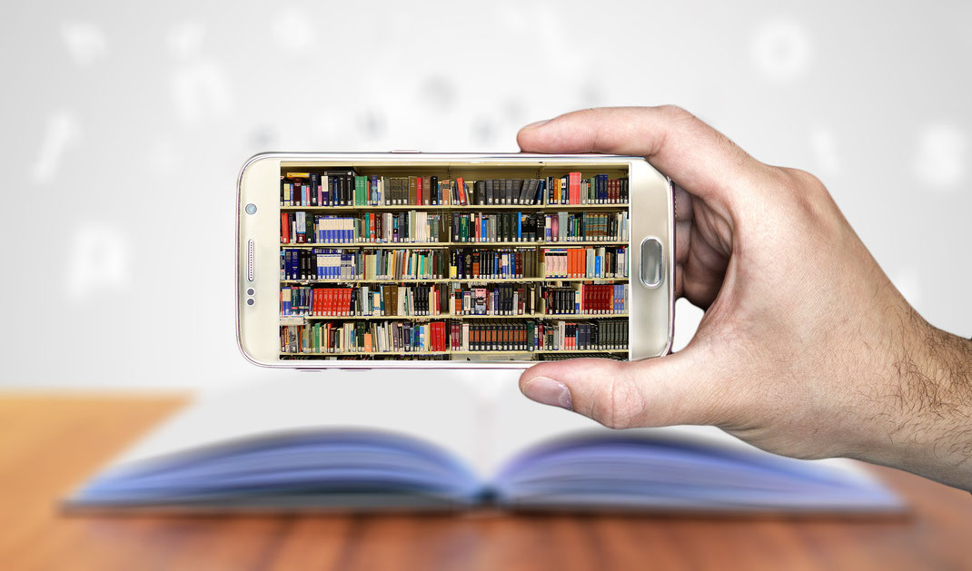 Bücherregal im Handy