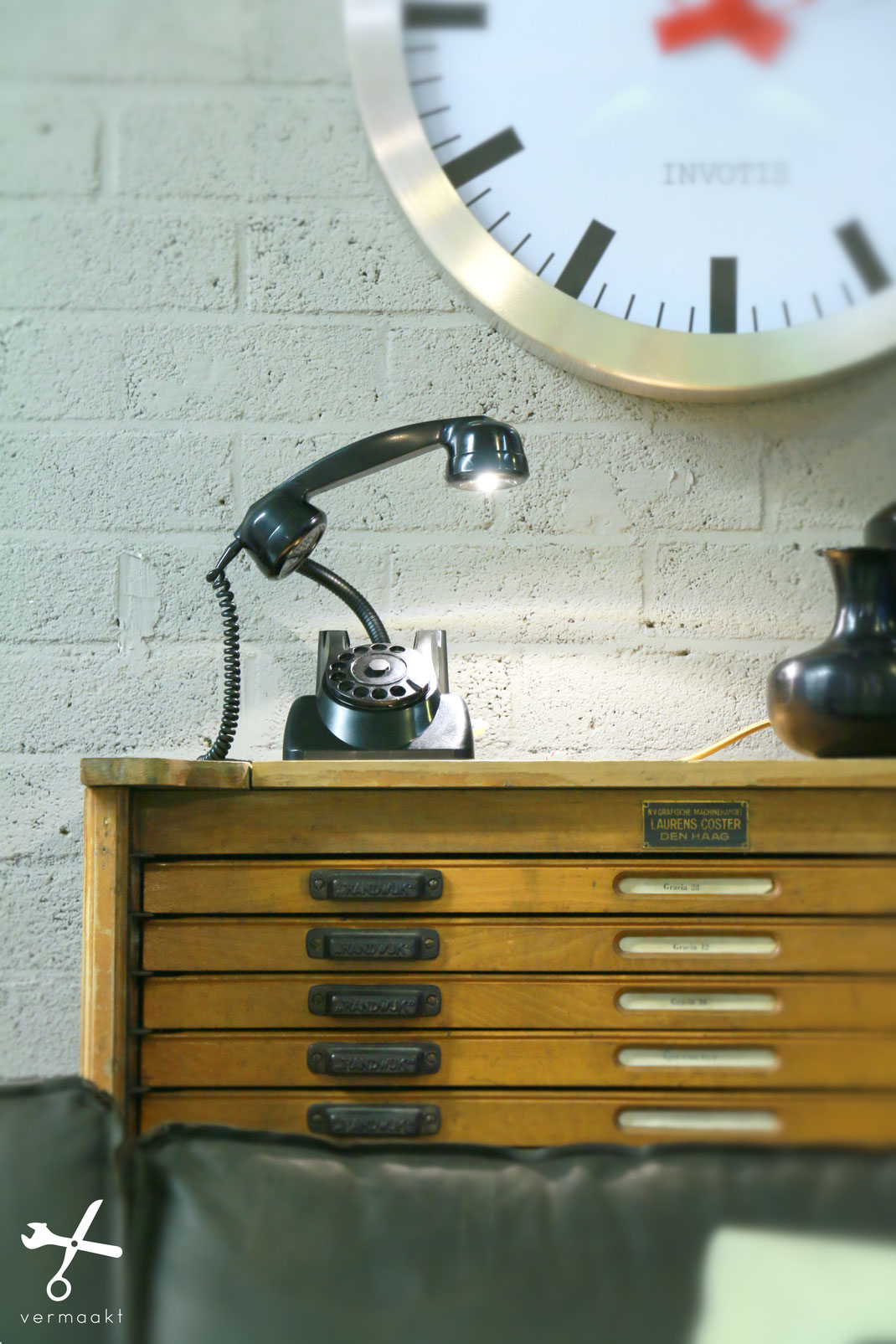 vermaakt telefoonlamp by luc wermers