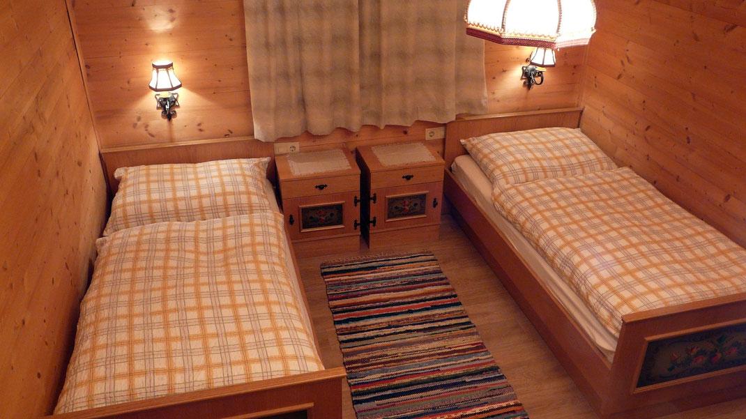 schlafzimmer hüttegg  unterkunft ferienzimmer ferienhaus weerberg urlaub tirol österreich ski wandern lift holiday sommer winter herbst