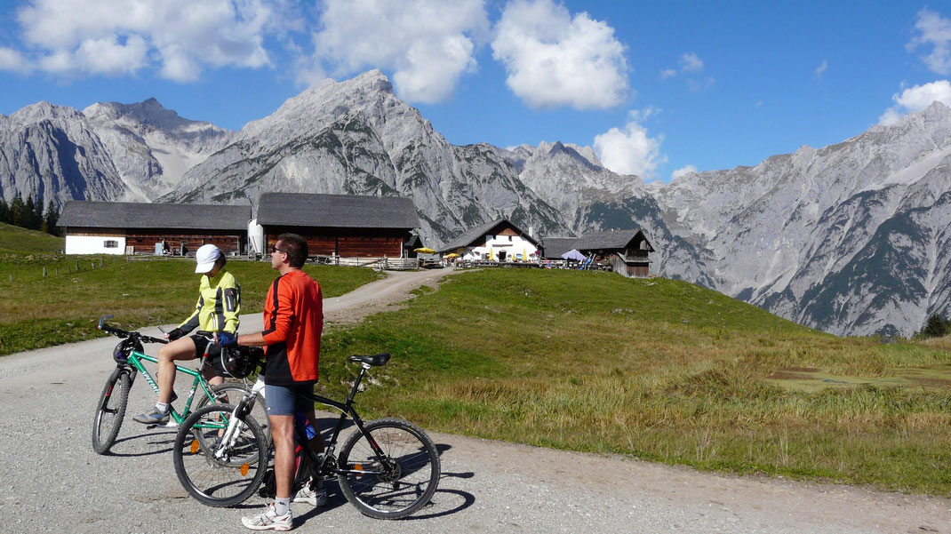 hinterhorn walderalm gnadenwald  unterkunft ferienzimmer ferienhaus weerberg urlaub tirol österreich ski wandern lift holiday sommer winter herbst
