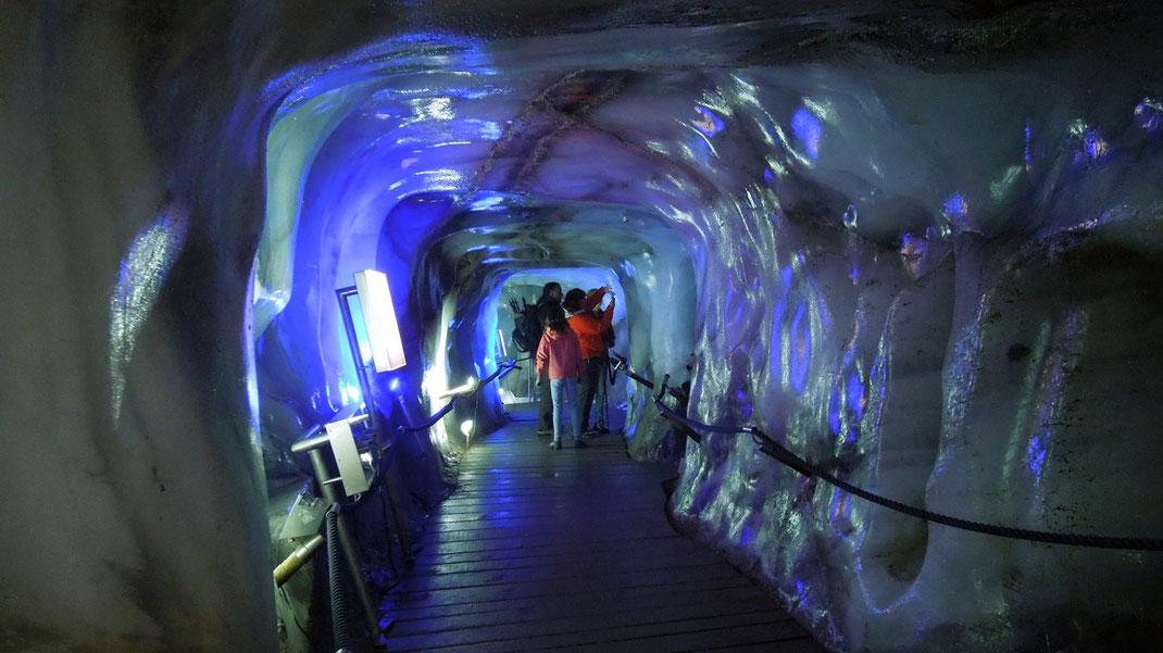 stubaital gletscher eisgrotte neustift  unterkunft ferienzimmer ferienhaus weerberg urlaub tirol österreich ski wandern lift holiday sommer winter herbst