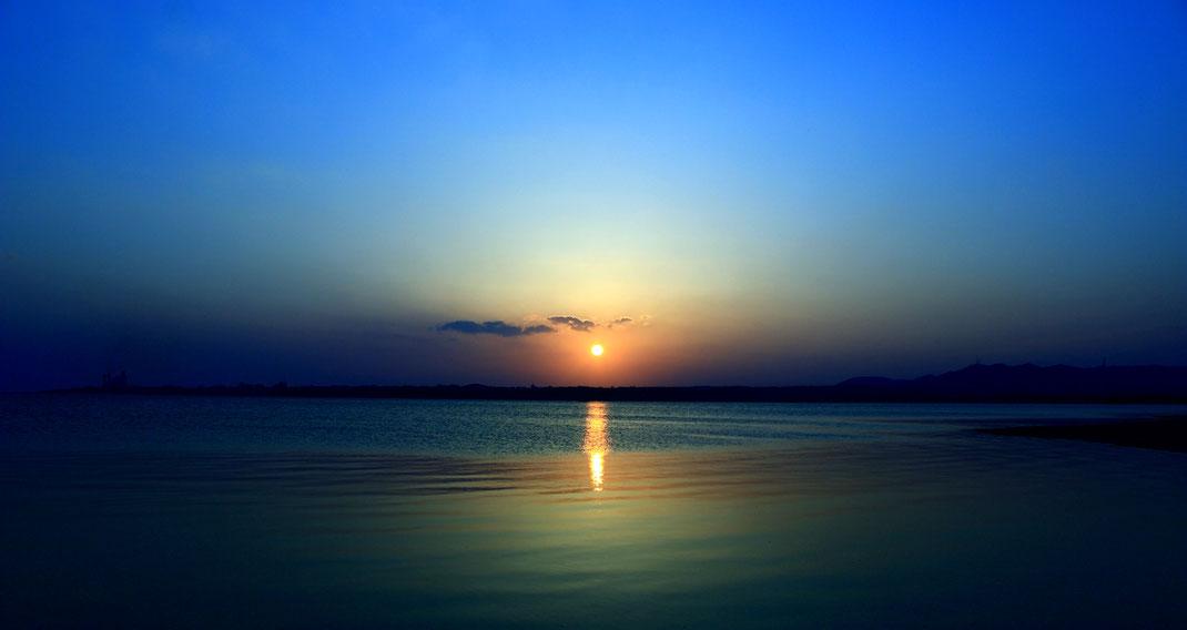 神々のすむ国ニライカナイからの夜明け