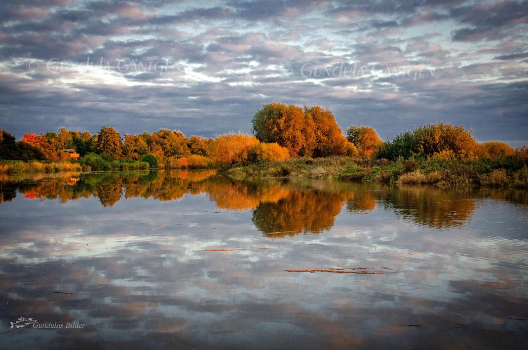 Herbstleuchten  20201017-8374. Die Oste im Herbst beim Ferienpark Geesthof in Hechthausen/Klint