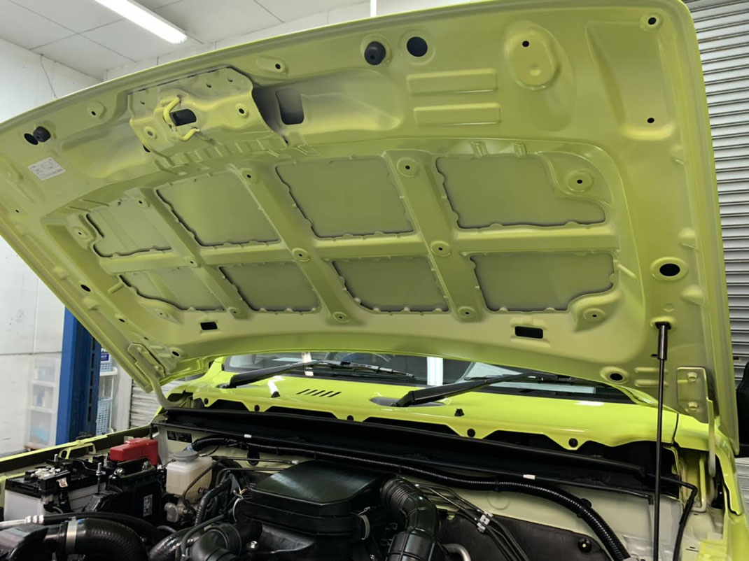 EXキーパープレミアはボンネットの裏側やトランクの裏側も施工いたします。