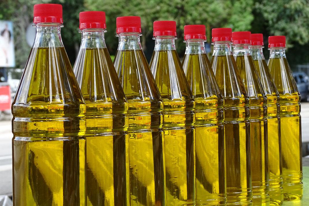 Sieht aus wie Olivenöl. Ist aber Sonnenblumenöl. (Symbolbild, Pixabay)