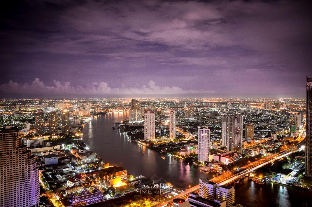 Blick über Bangkok von der Sky Bar im 63. Stockwerk des Bangkok State Towers