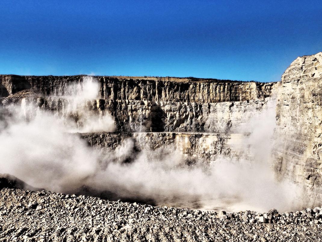 Apezialisiert auf Aufnahmen von Steinbrüchen und Schotterwerke alles rund um den Stein by Foto Weber Haigerloch