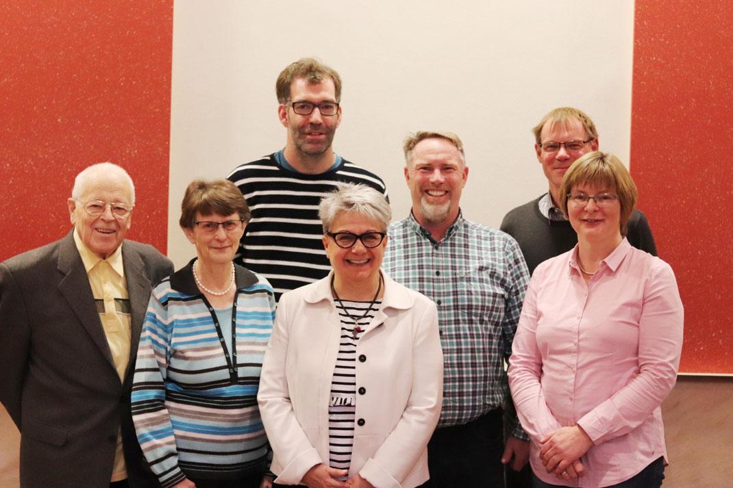 Der neu gewählte Vorstand mit (v. l.) H. Frielingsdorf (Schriftf.), Chr. Zelinski (2. Stellv. Vors.), Phil. Lüttenberg (Beisitzer 1), J. Nüllig (Beisitzer 2), M. Schneider (1. Stellv. Vors.), Dr. Chr. Waschke (Vors.), Cl. Schneider (Kassenwartin)