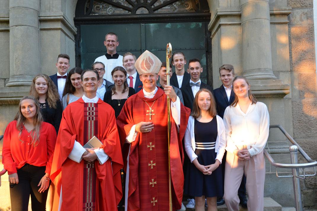 Gruppenfoto nach der Firmung in St. Josef Haßlinghausen